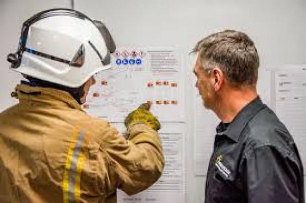 مراقبة مخاطر موقع العمل والتخطيط لمواجهة الطوارئ